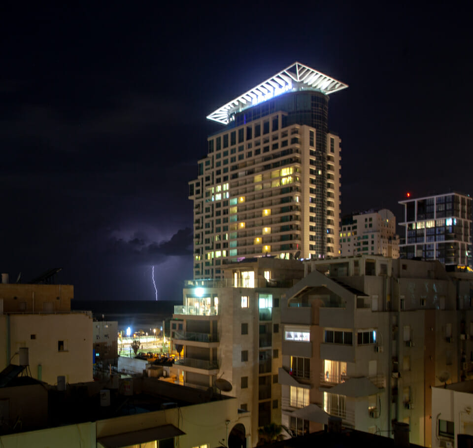 Blitze über dem Mittelmeer