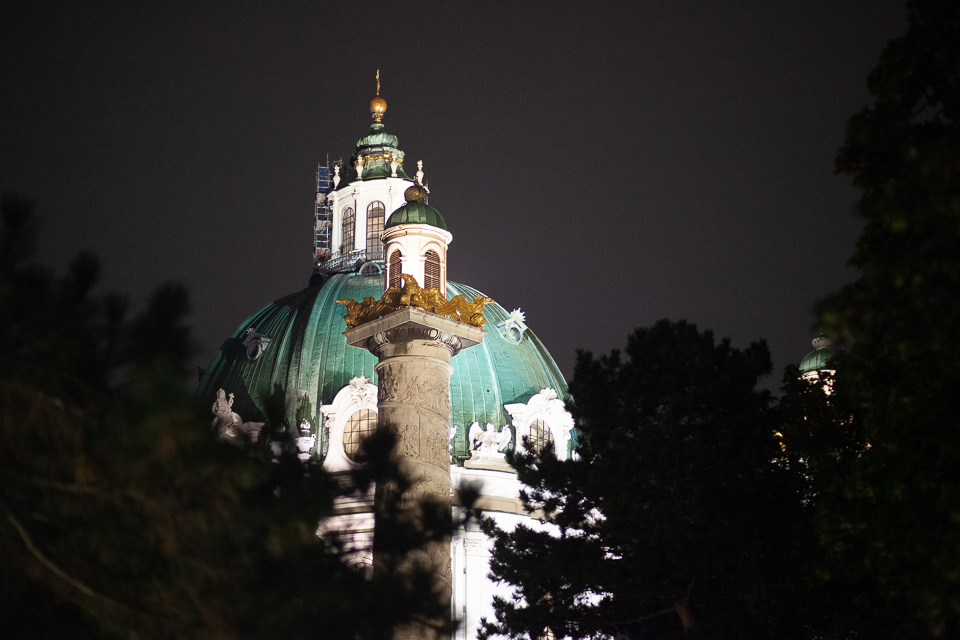 Karlskirche bei Nacht